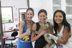 Laura, Natasha (UK vet) and Por.